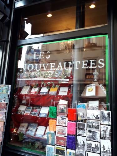 promenade parisienne,librairie,soleil